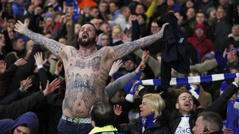Der mangler særligt en mand blandt den faste bestanddel på Leicesters hjemmebane King Power Stadium. Manden hedder James, og han er ikke at finde på lægterne efter hans kone overtalte ham til ikke at forny sit sæsonkort sidste sæson, hvor Leicester kun med nød og næppe klarede overlevelse i Englands bedste række.