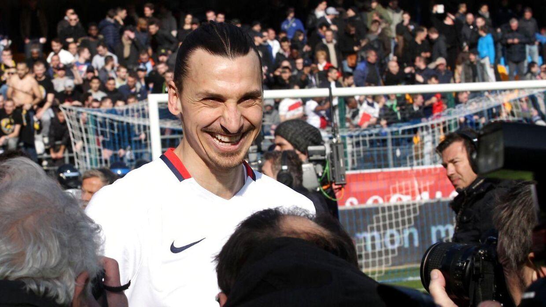 Stort smil fra Zlatan Ibrahimovic, hans fremtid er sikret.