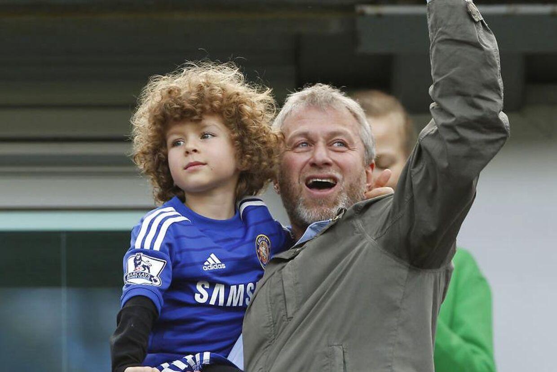 Roman Abramovich ses her sammen med sin søn Aaron, som han har sammen med Dasha Zhukova.