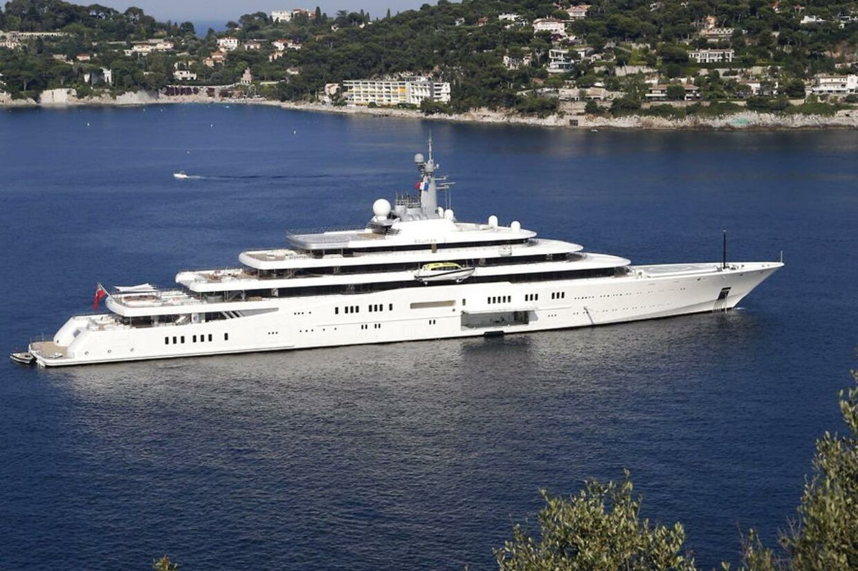 Her ses Abramovichs yacht  'Eclipse'.