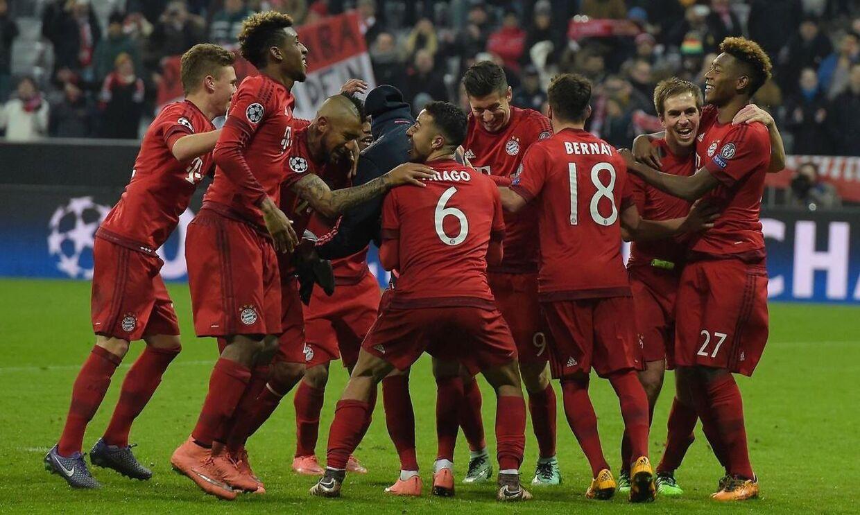 Bayern München fejrer sejren over Juventus med 4-2, som ellers førte 2-0 i returkampen i Champions League. Samlet vandt de tyske mestre dermed 6-4.