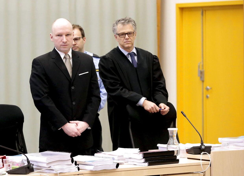 Anders Behring Breivik i den improviserede retssal i fængslet.