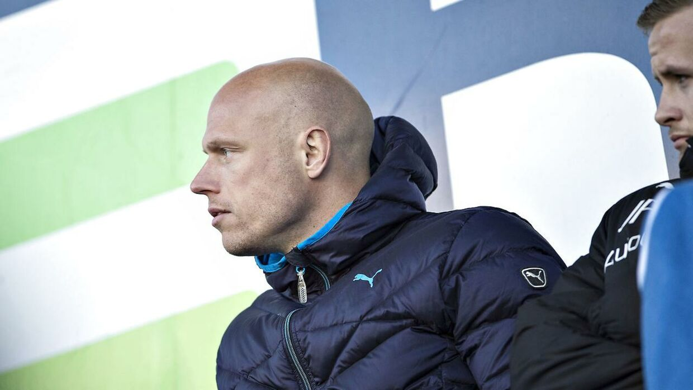 Christian Keller så til fra tribunen, da holdkammeraterne i Randers FC tabte hjemme til Viborg.