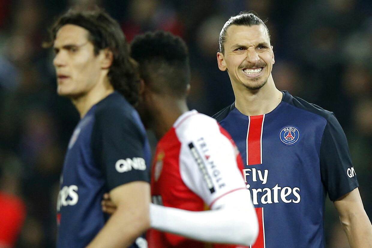 epa05223419 Zlatan Ibrahimovic of Paris Saint Germain looks on during the French Ligue 1 soccer match between Paris Saint-Germain (PSG) and AS Monaco at the Parc des Princes stadium in Paris, France, 20 March 2016. EPA/YOAN VALAT