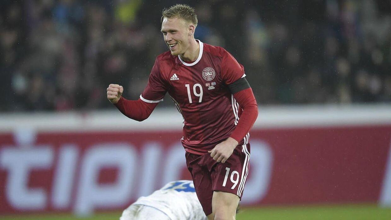 Nicolai Jørgensen jubler over et af sine mål i Danmarks sejr over Island på 2-1.