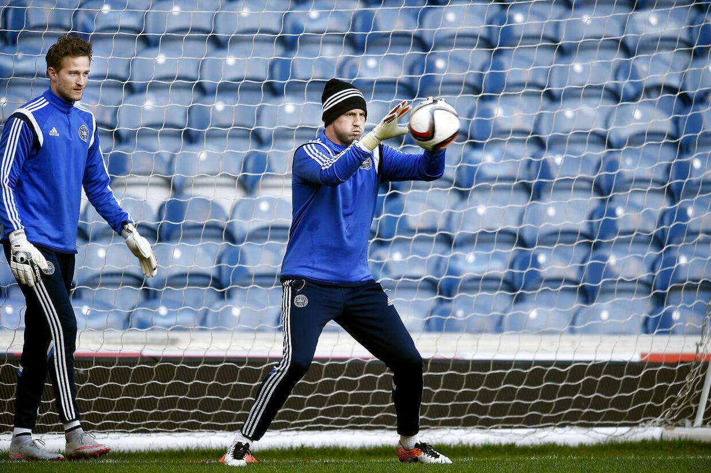 Anders Lindegaard træner i Glasgow med Kasper Schmiechel (th.).