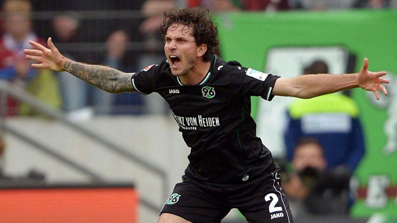 Leon Andreasen (bill.) og Uffe Bechs klub, Hannover 96, er rykket ud af Bundesligaen.