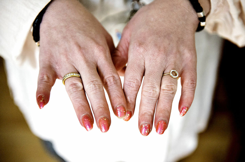 På sin bryllupsdag fik Mette Skov to ringe: En fra sine to søstre og en fra sine venner fra aktivitetstilbuddet Regnbuen.