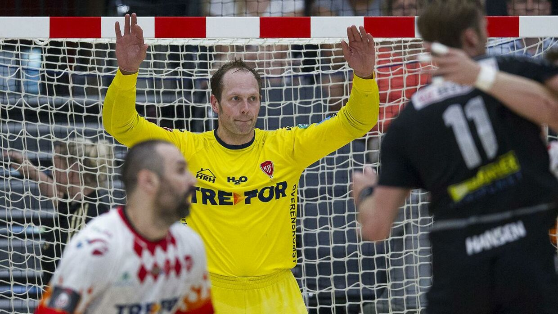 KIF Kolding København slog Århus Håndbold og er klar til semifinale mod BSV. Her ses KIF-målmand Kasper Hvidt (gul trøje)