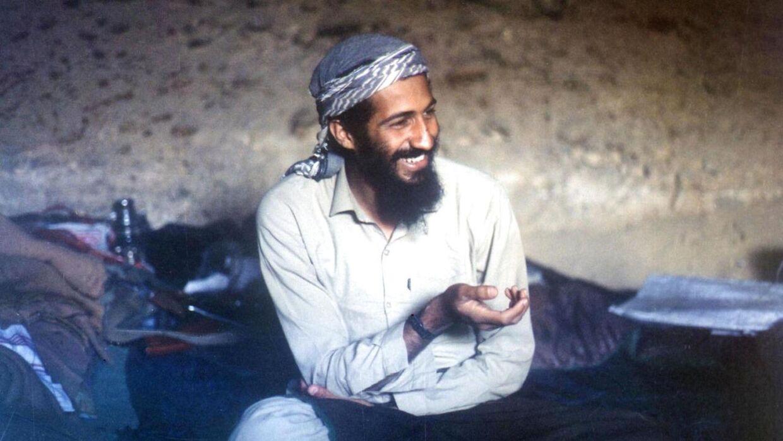 Osama bin Laden blev dræbt under en hemmelighed operation 2. maj 2011. Billedet her er fra 1988 og viser Osama Bin Laden i en grotte i Afganistan. AFP PHOTO / FILES / HO. (Foto: HO/Scanpix 2016)