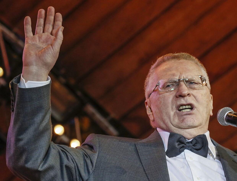 Lederen af det russiske Liberal-demokratiske parti (LDPR), Vladimir Zhirinovsky, mener, at Rusland bør vise, at de stadig er en stormagt med atomvåben. »Der er et lille land ude i Nordsøen med 200.000 indbyggere. Bruxelle burde være nødt til at sige: Se, her er en ø. Nu er der ikke længere en ø. Landet eksisterer ikke længere,« siger Zhirinovsky ifølge The Mirror.