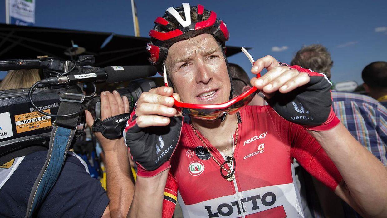 Lars Bak er ude af Tour de France. Søndagens styrt koster ham flere måneder af cyklen.