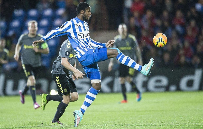 Eddi Gomes i aktion for Esbjerg mod Brøndby, da han stadig var at finde i Superligaen