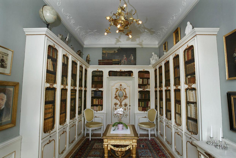En flot bogsamling findes der også på Løndal.