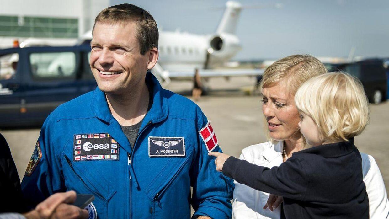 Astronaut Andreas Mogensen med sin kone Cecilie og datteren Emily.