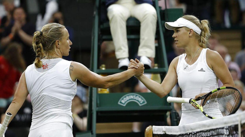 Selvom Caroline Wozniacki (th) tabte til Svetlana Kuznetsova mener den tidligere amerikanske storspiller og nuværende tennisekspert, Tracy Austin, at danskeren skal med til OL.