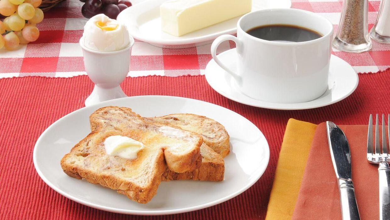 69-årige Peter Brownes maskine kan servere et komplet morgenmåltid, mens du venter. Arkivfoto.