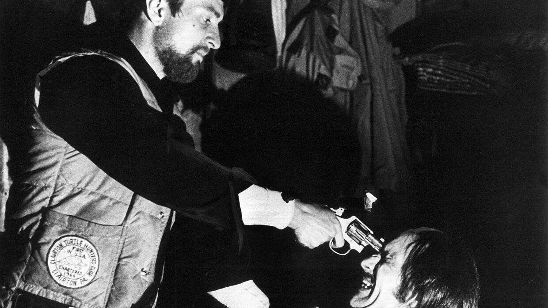 Amerikanske Michael Cimino er ifølge direktøren for filmfestivalen i Cannes død. Han blev 77 år. Han instruerede blandt andet The Deer Hunter, hvor billedet her er fra. Scanpix/Nf