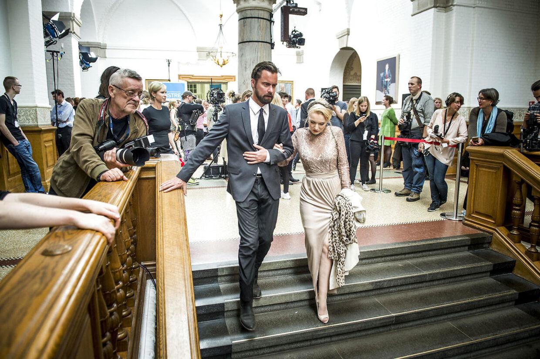 Valgaften på Christiansborg. Politikeren Mads Holger Nørgaard Madsen, Konservative (K) ses her med sin kæreste Kathrine Maria Amann.