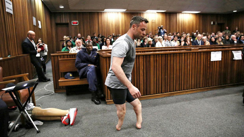 En del af Oscar Pistorius' forsvar i retten var at vise sin skrøbelighed uden benproteser.