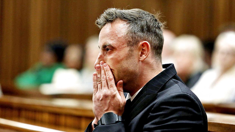 Oscar Pistorius i tårer i retten den 15. juni 2016.