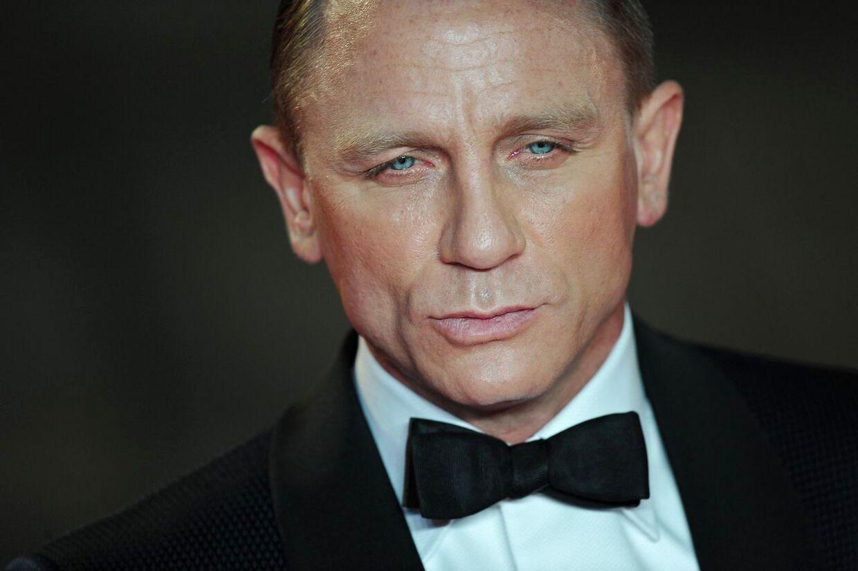 Daniel Craig tjener kassen, hvis han deltager i de to kommende James Bond film.