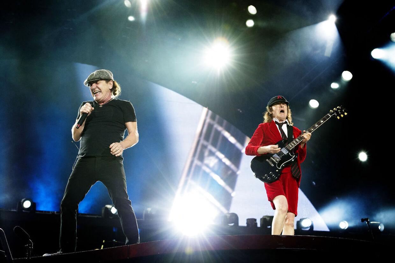 Arrangørerne af onsdagens AC/DC-koncert er blevet udsat for en regulær »shit-storm« fra egne frivillige, der klager over urimelige arbejdsforhold.