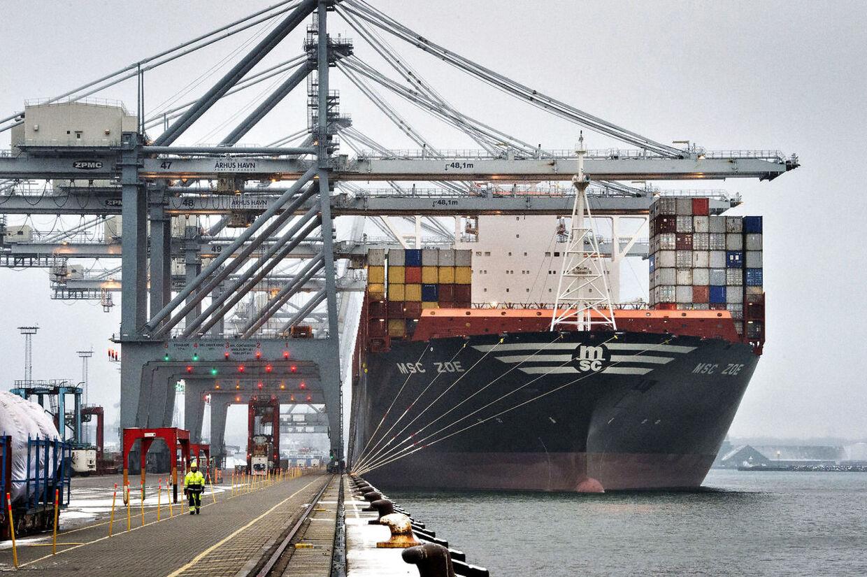 Verdens største containerskib MSC Zoe er for første gang i Aarhus Havn. (Foto: Axel Schütt/Scanpix 2016)