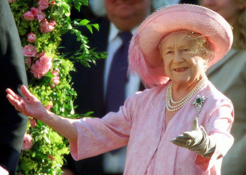 Dronningemoderen døde i 2002, 101 år gammel. Nu udkommer den officielle biografi over hendes lange liv. Foto: Reuters