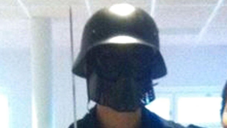 Den 21-årige mand, som var klædt ud som Star Wars-figur under skole-massakren, hylde angiveligt nazismen og Adolf Hitler på sociale medier
