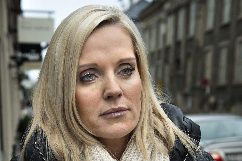 Janni Christensen, 43, blev kendt som 'den dumme blondine' i Oddset-reklamerne. Har tidligere været kæreste med fodboldspilleren Jes Høgh og er nu sammen med Ree. Fik sidste år en dom på 21 måneder.