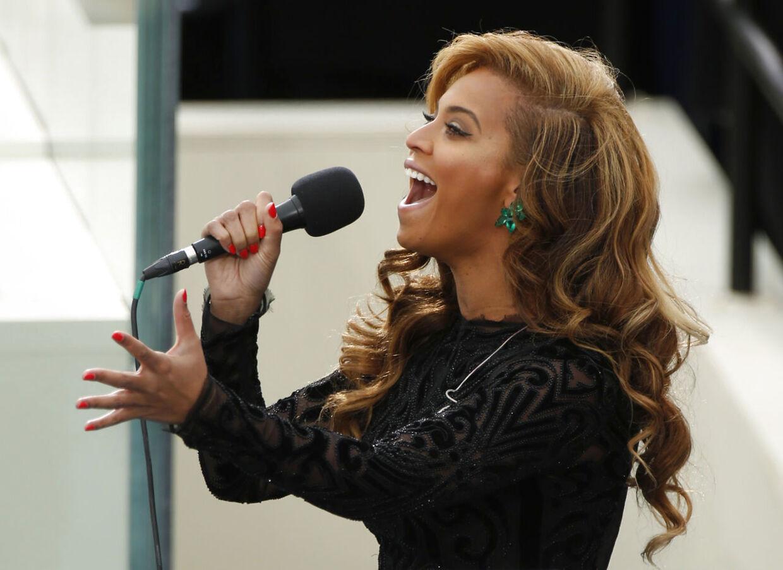 Play back eller ej? Diskussionen raser i amerikanske medier, hvor en musiker hævder, at Beyonce mimede sig gennem nationalmelodien under indsættelses-ceremonien i Washington mandag.