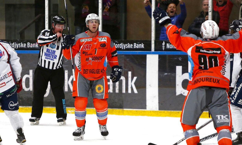 Mario Lamoureux (th) blev matchvinder, da Esbjerg Energy slog Gentofte Stars. Billedet er fra en tidligere kamp.