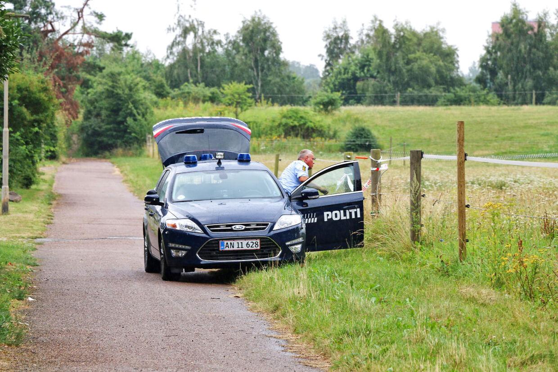 Hundepatruljevogn i området, hvor en endnu ikke identificeret kvinde, ifølge BTs oplysninger, blev fundet død i en kuffert.