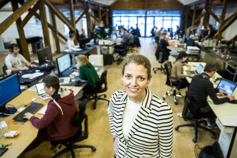 CEO og medstifter af Endomondo, Mette Lykke. Her foran de cirka 40 ansatte.