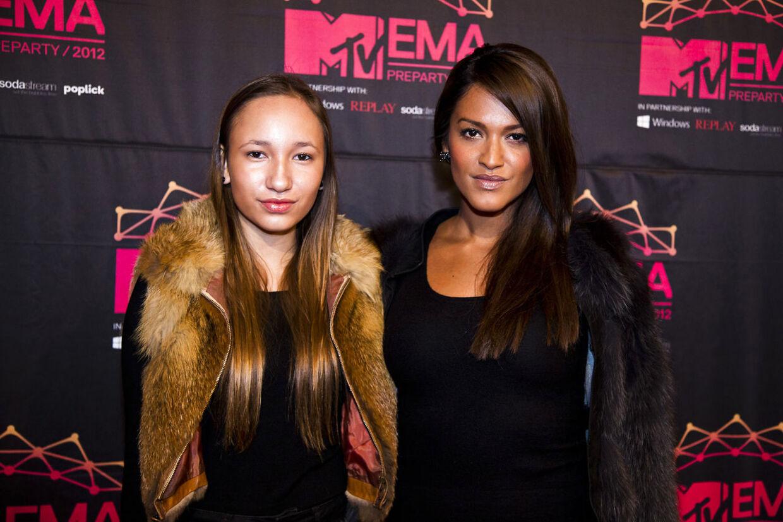 Saseline Sørensen med sin 13-årige lillesøster Natasha Imani.