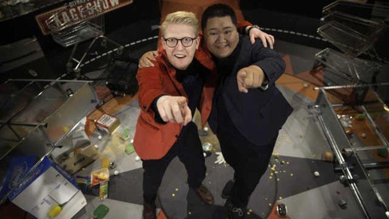 Til efteråret vender 'Ultras Sorte Kageshow' tilbage – med ny medvært, nemlig Micky Cheng fra sidste års 'Den store bagedyst'.