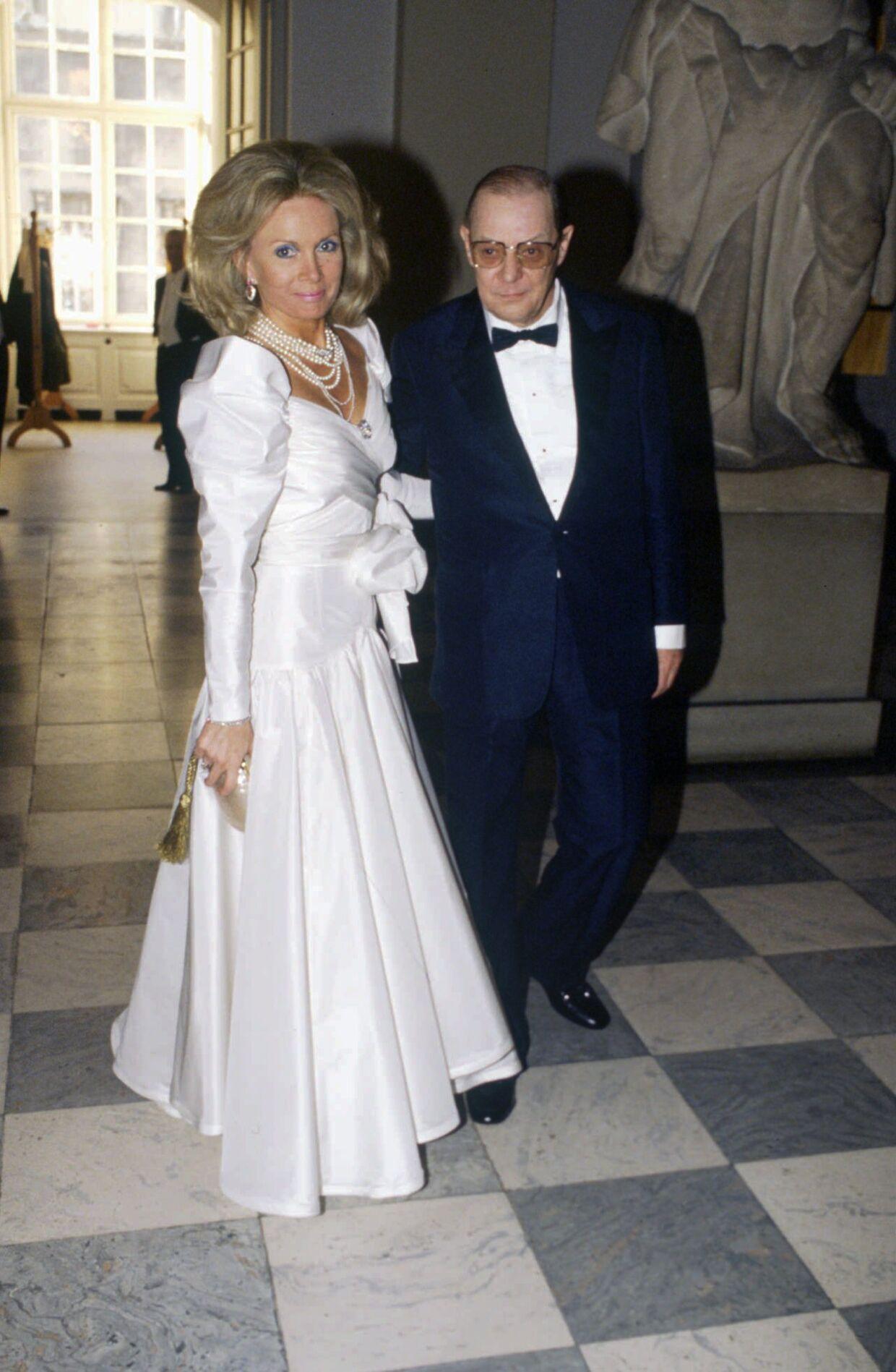 """Kristina """"Kiki"""" Tholstrup ses her med sin anden ægtemand, erhvervsmanden Ole Knud Tholstrup, da de var til bal hos dronning Margrethe."""