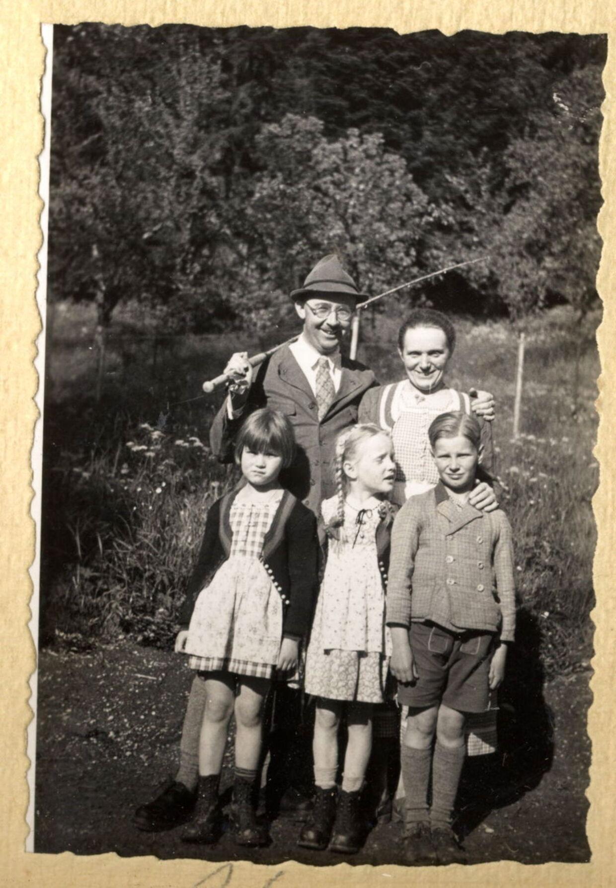 Heinrich Himmler med din kone Margarete samt deres datter Gudrun (i midten) samt to andre andre børn i 1935.