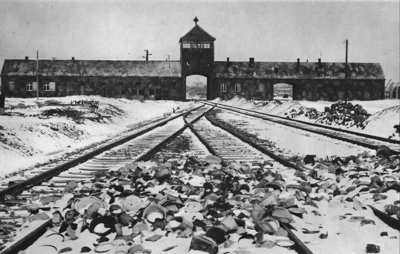 En af de værste udryddelseslejre var Auschwitz-Birkenau.Her ses indgangen til lejren.
