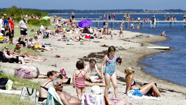 Solhungrende danskere kan se frem til flere dage ved stranden i denne uge. DMI melder nemlig om en gedigen sommervarme frem mod weekenden. Arkivfoto.