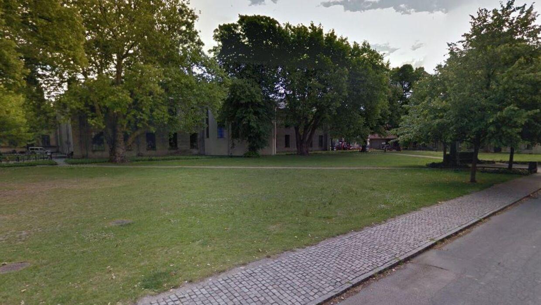 Flere piger fra Københavns Universitet er i forbindelse med en fredagsbar blevet antastet og råbt ad af en gruppe unge fyre.
