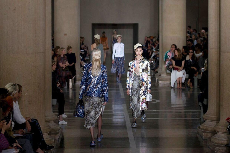 Christopher Kanes forårskollektioner under London Fashion Week - nu med Crocs.