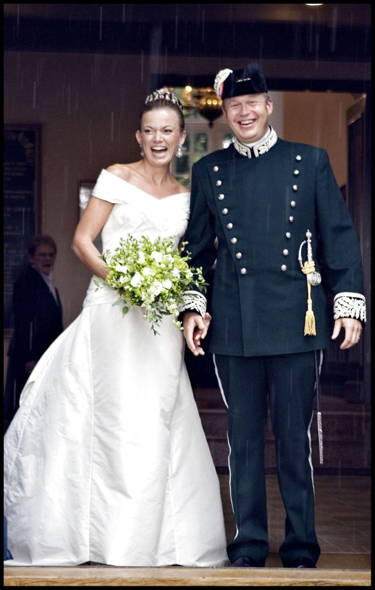 Greve Michael Ahlefeldt-Laurvig-Bille blev gift med Caroline Søeborg Ohlsen i Kværndrup Kirke i 2006.
