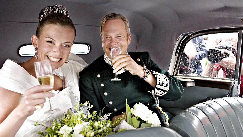 Ti års ægteskab blev det til for grev Michael Ahlefeldt-Laurvig-Bille og grevinde Caroline Søeborg Ahlefeldt-Laurvig-Bille. Her ses de ved deres bryllup i 2006.
