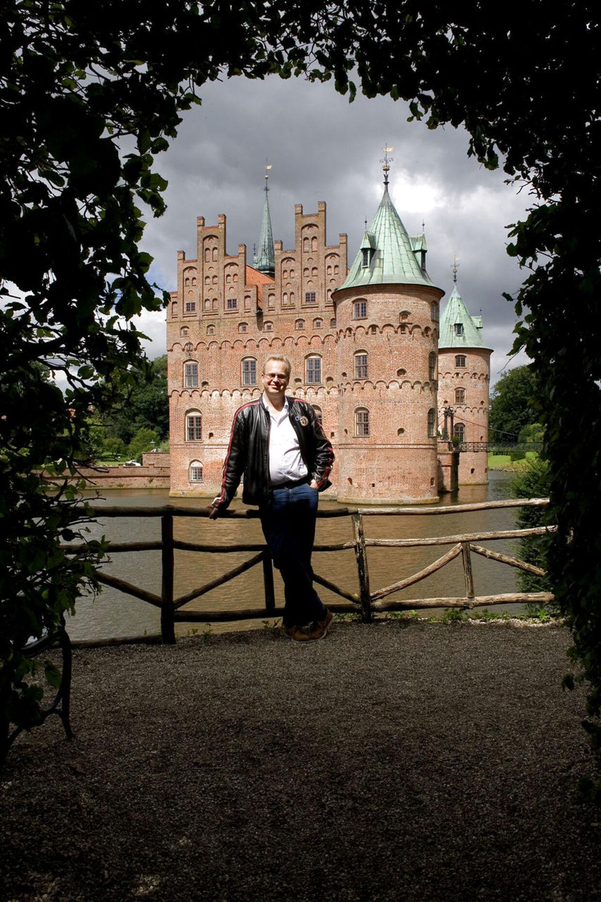 Grev Michael Ahlefeldt-Laurvig-Bille beholder efter skilsmissen Egeskov Slot, som hans familie har ejet gennem ni generationer.