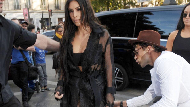 kim kardashian røv lårstøvler
