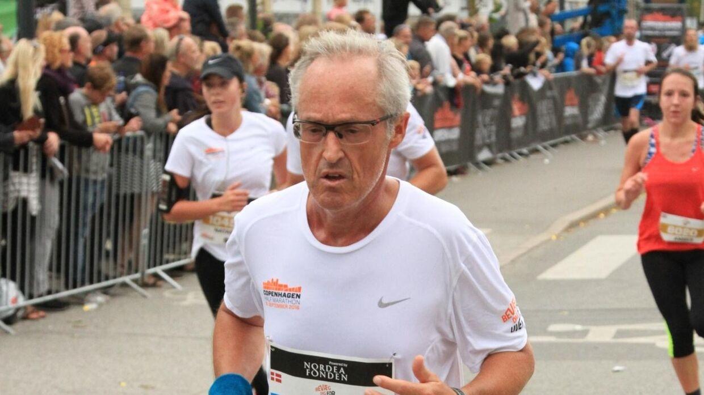 Hovedmanden bag ishockey-VM i Danmark, Enver Hansen, fighter sig i mål i Copenhagen Halv Marathon. På søndag er han for tiende gang med i Maj Invest Eremitageløbet.