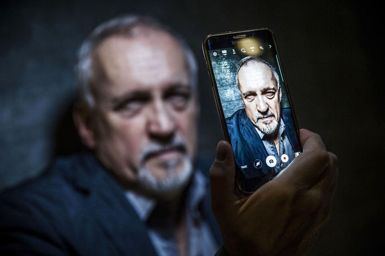 """Jussi Adler Olsen fotograferet i forbindelse med den nye bog i serien om Afdeling Q - """"Selfies""""."""