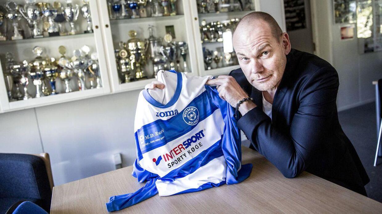 Komikeren Andreas Bo går ind i Rishøj Boldklub, som han vil bygge op fra bunden.